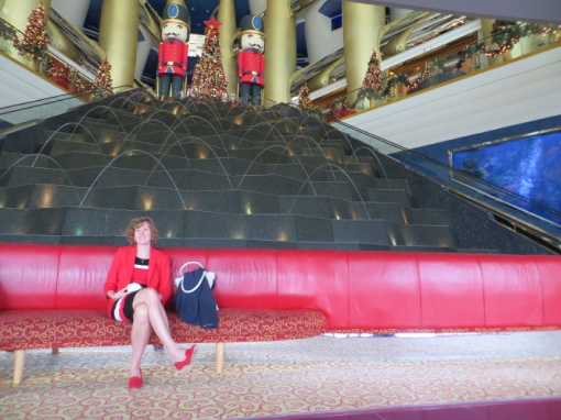 09 Annemarie in Lobby